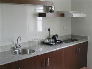 Howard Johnson Hotel Abu Dhabi - Kitchen