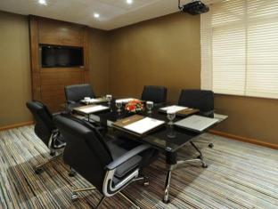 Howard Johnson Hotel Abu Dhabi - Meeting Room