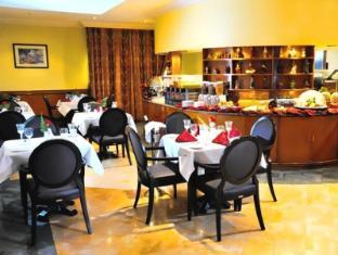 Howard Johnson Hotel Abu Dhabi - Coffee Shop/Cafe