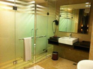 Grand Borneo Hotel Kota Kinabalu - Bathroom