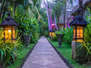 The Mansion Resort Hotel & Spa Bali - Bahçe