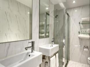 Quest Potts Point Hotel Sydney - Bathroom