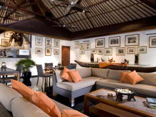 Elephant Safari Park Lodge Hotel Bali - Mammoth Head Bar & Lounge