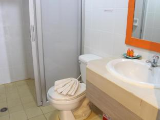 Twin Inn Hotel Phuket - Bathroom