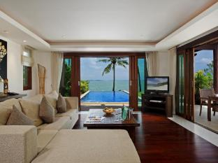 The Village Coconut Island Beach Resort Phuket - Interior do Hotel