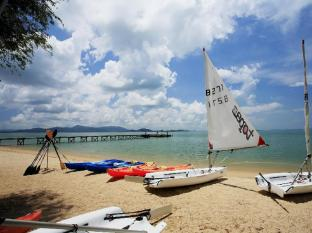 The Village Coconut Island Beach Resort Phuket - Sport ja tegevused