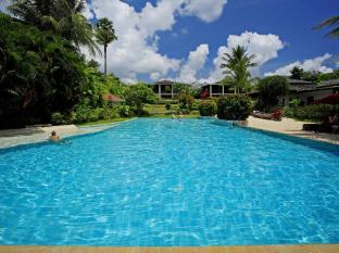 The Village Coconut Island Beach Resort Phuket - Piscina