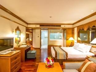 Royal Cliff Beach Hotel by Royal Cliff Hotels Group Pattaya - Hotellet från insidan