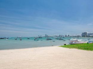 Siam Bayshore Resort and Spa Pattaya - Beach infront of hotel