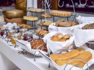 Siam Bayshore Resort and Spa Pattaya - Breakfast Buffet Line