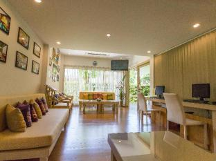 Metadee Resort and Villas Phuket - Living room