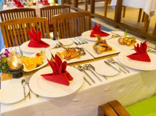 Metadee Resort and Villas Phuket - Food and Beverages