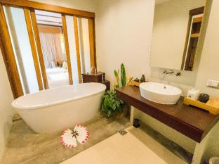 Metadee Resort and Villas Phuket - Kylpyhuone