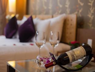 Hanoi Elegance Ruby Hotel Hanoi - Red Wine in Junior Suite