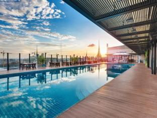 NagaWorld Hotel & Entertainment Complex Phnom Penh - Swimming Pool