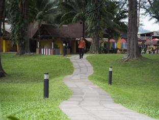 Amora Beach Resort Phuket - Walk way to Thai Seafood Restaurant