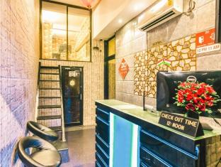 ZO Rooms Esplanade SN Banerjee Road