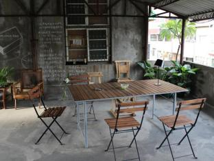 CHEZ KIKI Hostel