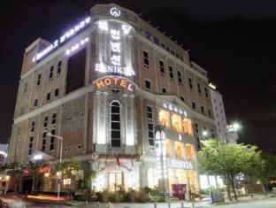 /fi-fi/arthall-hotel-benikea/hotel/gwangju-metropolitan-city-kr.html?asq=0qzimMJ43%2bYQxiQUA5otjE2YpgdVbj13uR%2bM%2fCEJqbKUOgqi5CLgTXjlY%2fnqVd14cbDSVsDp2hRzipkMdu8tw9jrQxG1D5Dc%2fl6RvZ9qMms%3d
