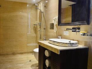 Hotel Emperor Palms New Delhi and NCR - Premium Room's Bathroom