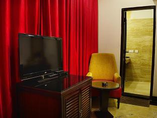 Hotel Emperor Palms New Delhi and NCR - Guest Room