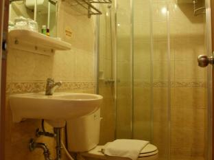 The Majesty Business and Family Hotel Bandung - Bathroom