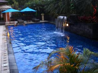 The Majesty Business and Family Hotel Bandung - Swimming Pool