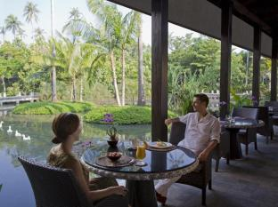 Anantara Mai Khao Phuket Villas Phuket - La_Sala_breakfast_by_the_lagoon