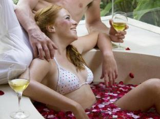 The Haven Bali Seminyak Bali - Bath tub