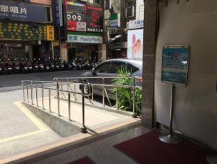 Y Hotel Taipėjus - Įėjimas