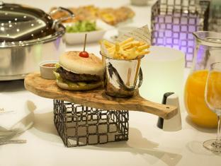 Copthorne Tara London Kensington Hotel London - Food and Beverages