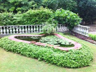 Hotel Jai Niwas Jaipur - Lotus Pond