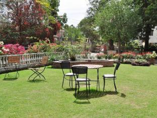 Hotel Jai Niwas Jaipur - Front Garden