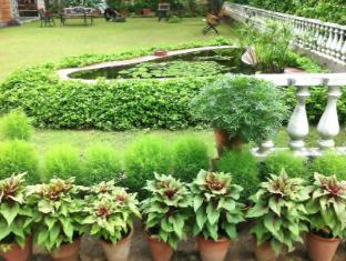 Hotel Jai Niwas Jaipur - Front Garden and Lotus Pond