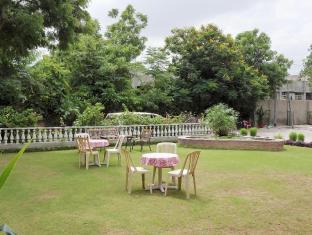 Hotel Jai Niwas Jaipur - Front Garden - View of blue skies
