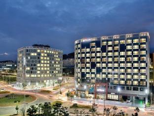 /ramada-encore-seogwipo-east/hotel/jeju-island-kr.html?asq=jGXBHFvRg5Z51Emf%2fbXG4w%3d%3d