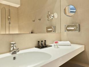 Wyndham Berlin Excelsior Berlin - Bathroom