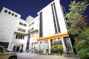 /hotel-grand-arjun/hotel/raipur-in.html?asq=jGXBHFvRg5Z51Emf%2fbXG4w%3d%3d