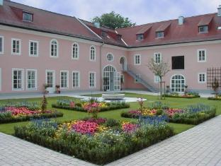 /sl-si/hotel-schloss-leopoldskron/hotel/salzburg-at.html?asq=vrkGgIUsL%2bbahMd1T3QaFc8vtOD6pz9C2Mlrix6aGww%3d