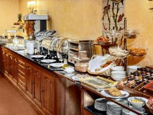 Colon Hotel Barcelona - breakfast buffet