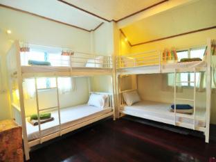 /october-hostel/hotel/koh-phi-phi-th.html?asq=jGXBHFvRg5Z51Emf%2fbXG4w%3d%3d