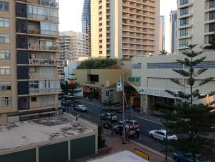 3 Star Apartments in Surfers Paradise