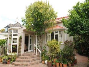 Jaquis Garden Guesthouse