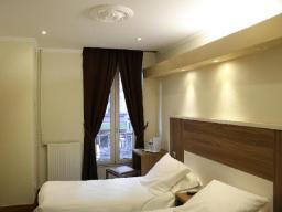 Superior-huone 2 vuoteella ja suihkulla