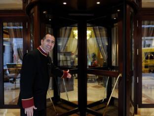 Hotel California Champs Elysees Paris - Entrance