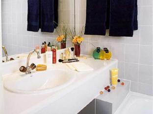 Royal Fromentin Hotel Paris - Bathroom