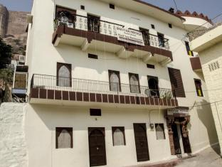 /bhavyam-heritage-guest-house-rooftop-restaurant/hotel/jodhpur-in.html?asq=jGXBHFvRg5Z51Emf%2fbXG4w%3d%3d