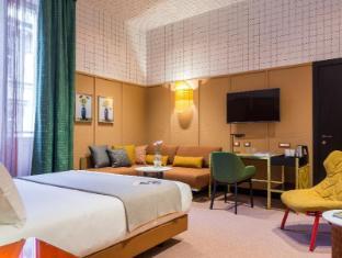 /room-mate-giulia/hotel/milan-it.html?asq=vrkGgIUsL%2bbahMd1T3QaFc8vtOD6pz9C2Mlrix6aGww%3d