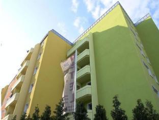 Ostel Hostel Berlin - Exterior