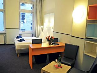 Alex Hotel Berlin - Guest Room